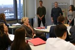 Die Schülerinnen und Schüler präsentieren ihr Thema