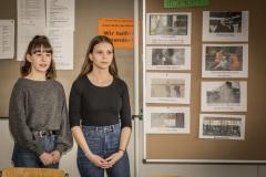 Schülerinnen stellen die GMS Wiernsheim vor